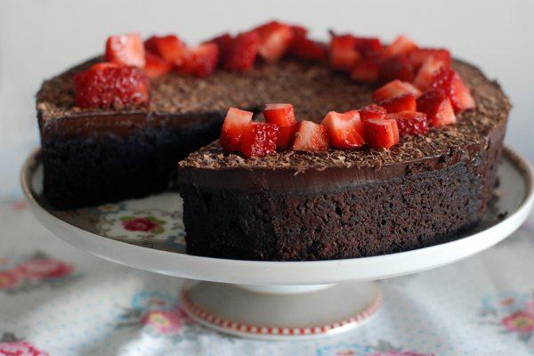 עוגת שוקולד ללא קמח. צילום: רחלי קרוט