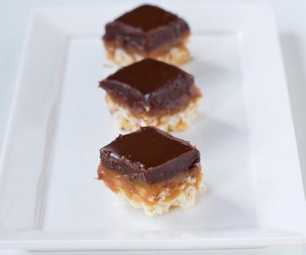 ריבועי שוקולד וקרמל. צילום: אולגה טוכשר