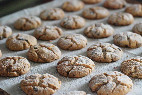 עוגיות טחינה ושוקולד בתבנית
