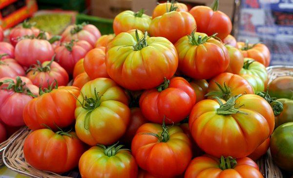 עגבניות בשוק הנמל