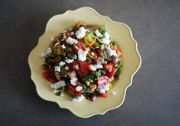 סלט עגבניות שרי עם גבינת המאירי