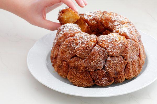 לחם קופים עם סוכר וקינמון